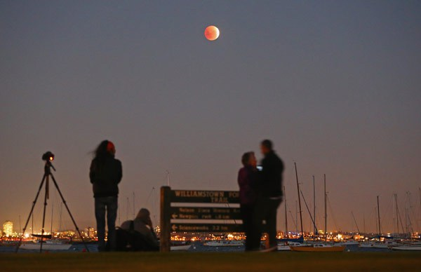 blood-moon-melbourne